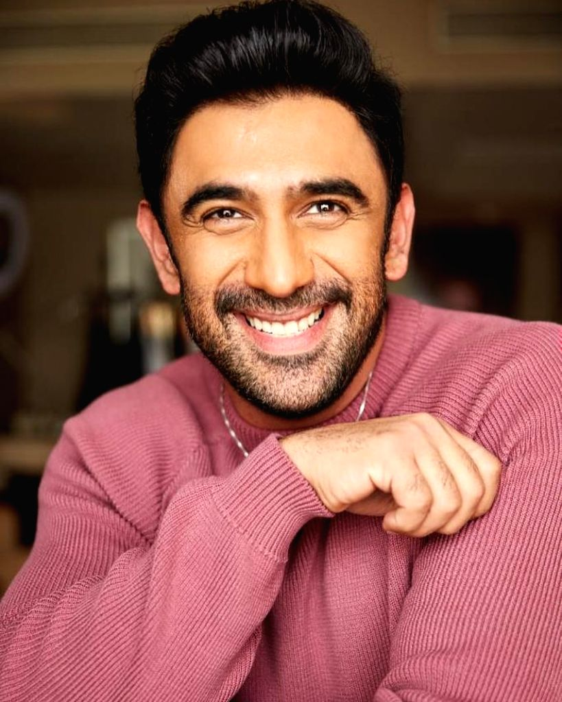 Amit Sadh can 'easily qualify for a toothpaste brand