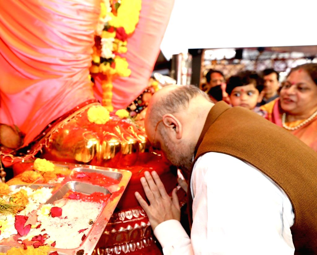 Amit Shah offers prayers to Lord Ganesha at the famed 'Lalbaug-cha Raja' at Parel in Mumbai on Sep 1, 2019. - Amit Shah