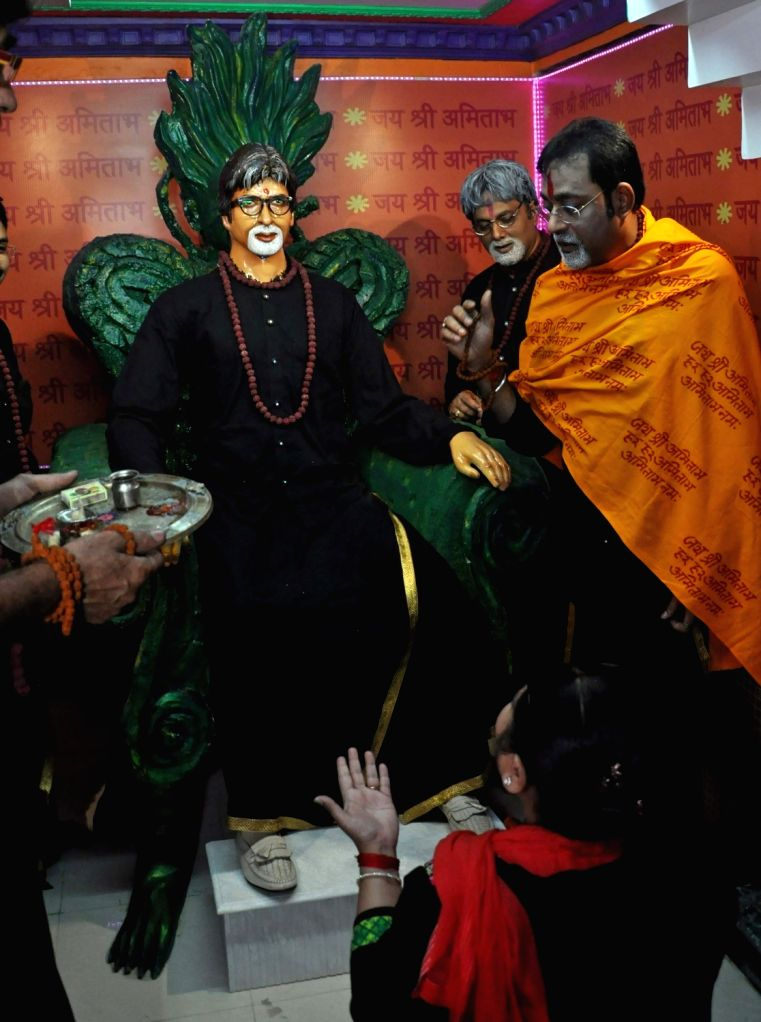 "Amitabh Bachchan Fan's Association members unveil a statue of Amitabh Bachchan after release of film ""Sarkar 3"" in Kolkata on May 12, 2017. - Amitabh Bachchan F"