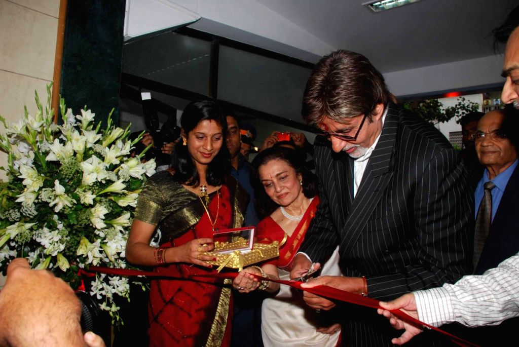 Amitabh Bachchan launches Asha Parekh hospital.