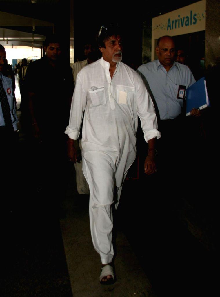 """Amitabh Bachchan returns after """"Padmashri Awards"""" ceremony. - Amitabh Bachchan"""
