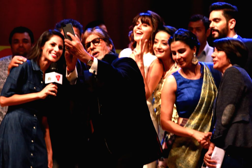 """Amitabh Bachchan with cast of film """"Pink""""at India Today Mind Rocks youth Summit 2016, in New Delhi on Sept 17,2016. - Amitabh Bachchan"""