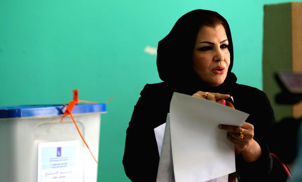 An Iraqi woman walks toward the voting booth to cast her vote at a polling station in Amman, Jordan, April 27, 2014. Iraqi expatriates began to cast their ballots on