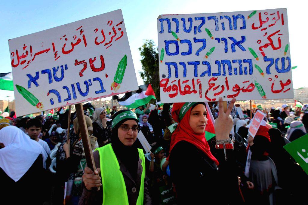 "Jordanian brotherhood protestors shout anti Israeli slogans during a brotherhood rally for the ""Gaza victory"", in Amman, Jordan, Aug. 29, 2014. Thousands of"