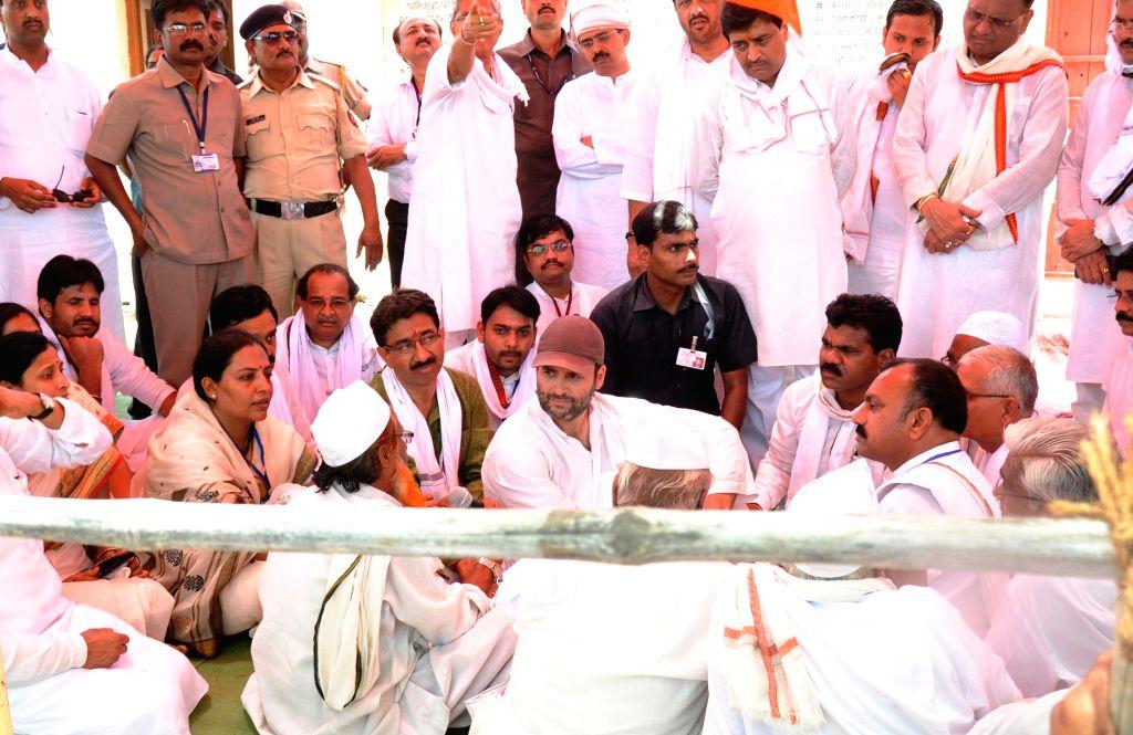 Congress vice-president Rahul Gandhi interacts with farmers during his padyatra in Amravati district of Maharashtra's Vidarbha region on April 30, 2015.