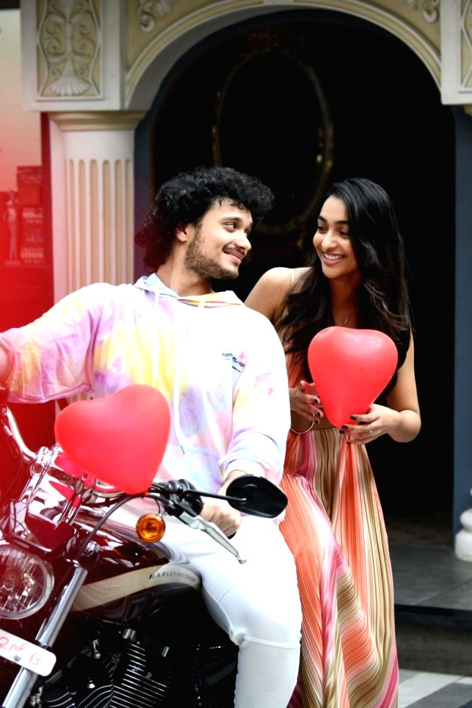 Amrin Qureshi  and Namashi Chakraborty spotted all smiles on valentine's eve!! Seems like the duo is already having a great time while they  were papped at Sincity Rooftop Resto and Lounge. The duo will soon mark their debut in upcoming film Bad Bo - Namashi Chakraborty