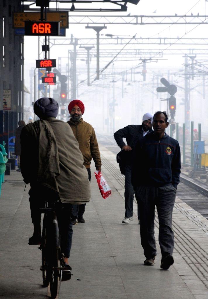 Amritsar: A blanket of fog engulfs Amritsar on a chilly winter morning, on Dec 17, 2019. (Photo: IANS)