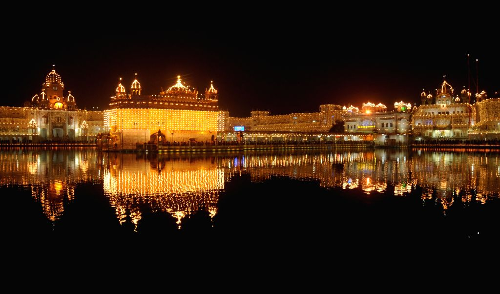 A view of spectacularly illuminated Golden Temple on the 350th birth anniversary of Guru Gobind Singh in Amritsar, on Dec 28, 2014.
