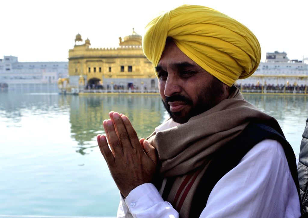 Amritsar: AAP leader and Sangrur MP Bhagwant Mann pays obeisance at the Golden Temple in Amritsar, on  Feb 2, 2019.