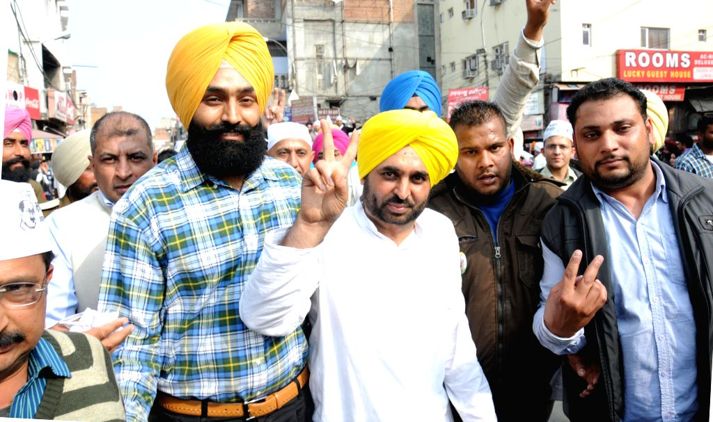 AAP MP from Sangrur Bhagwant Mann during a roadshow in Amritsar, on Feb 17, 2015.
