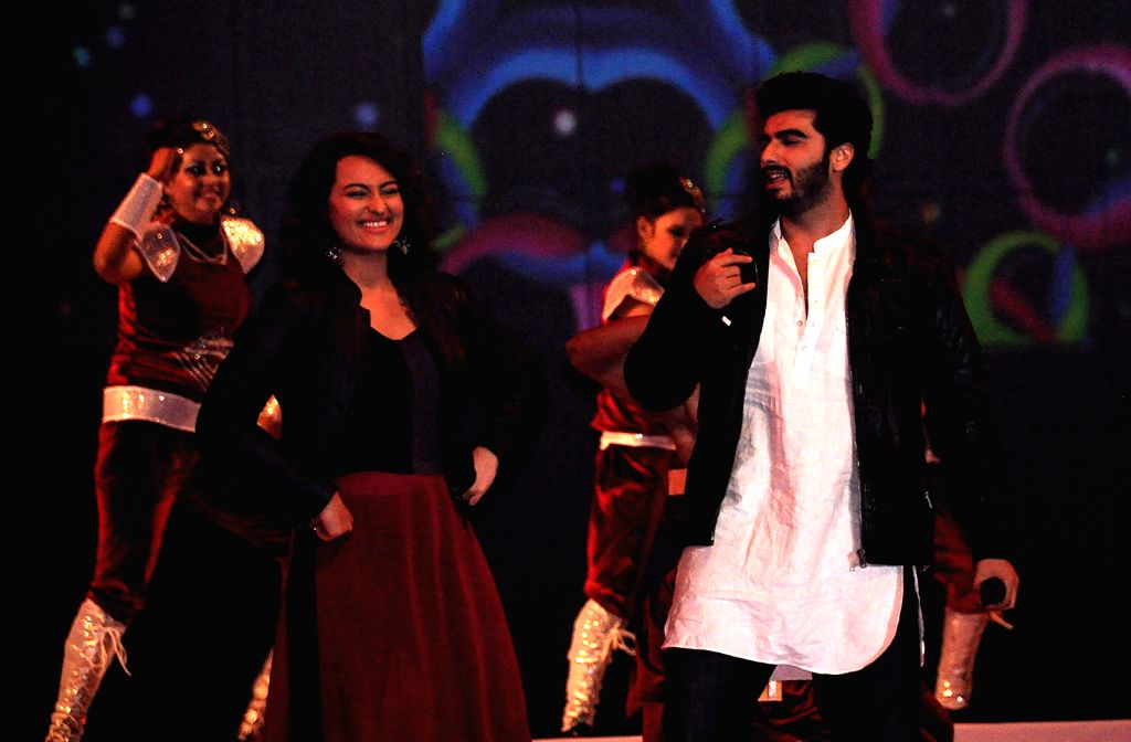Actors Sonakshi Sinha and Arjun Kapoor performs during the inaugural programme of fifth World Kabbadi Cup in Amritsar on Dec 6, 2014.