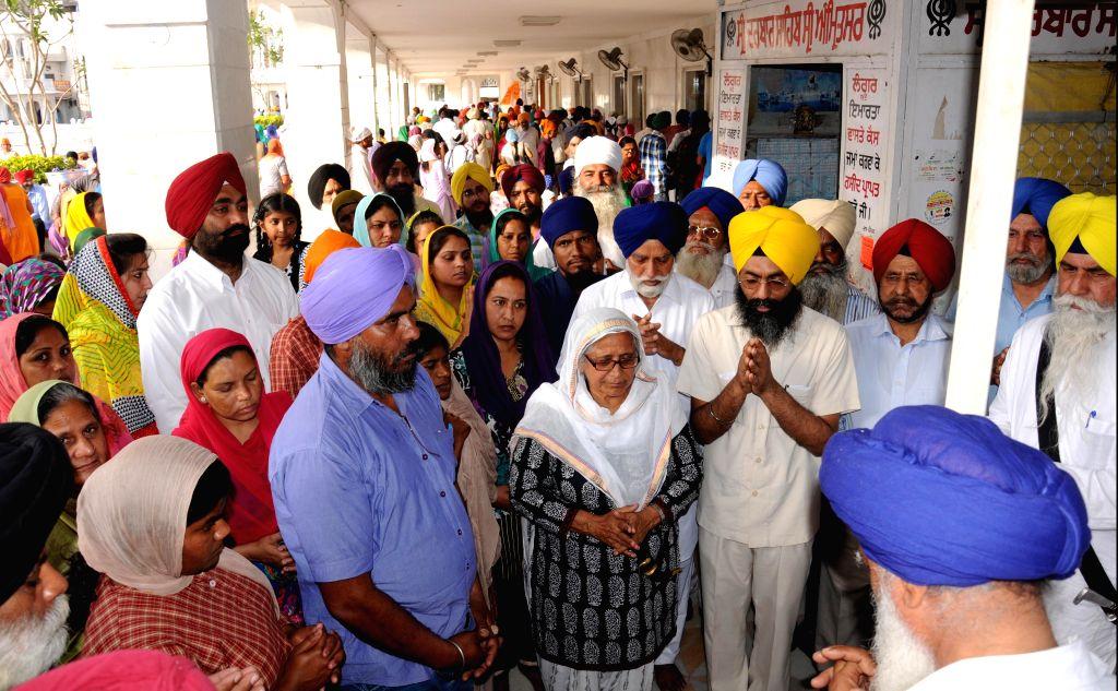 All-India Pingalwara Society chairperson Bibi Inderjeet Kaur stage a demonstration against removal of the All-India Pingalwara Society`s stall by the Shiromani Gurdwara Parbandhak Committee ... - Bibi Inderjeet Kaur
