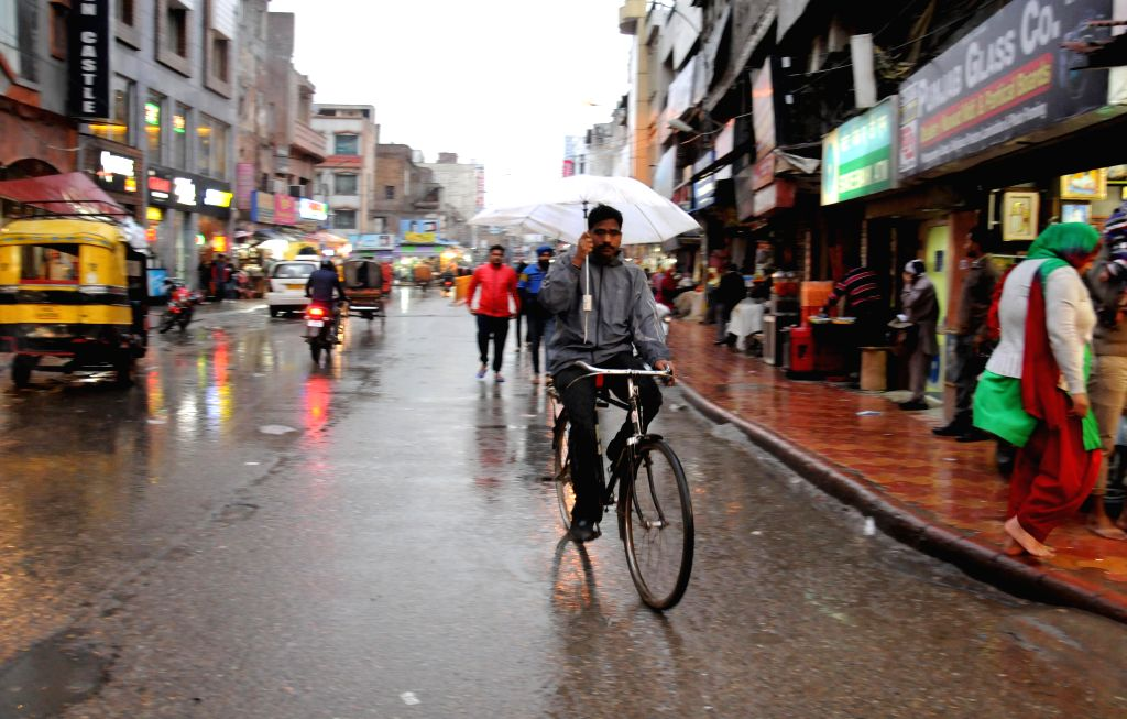 Amritsar witnesses spells of drizzle on March 1, 2015.