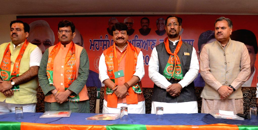 BJP leaders including Madhya Pradesh Minister Kailash Vijayvargiya during a party meeting in Amritsar, on May 3, 2015. - Kailash Vijayvargiya