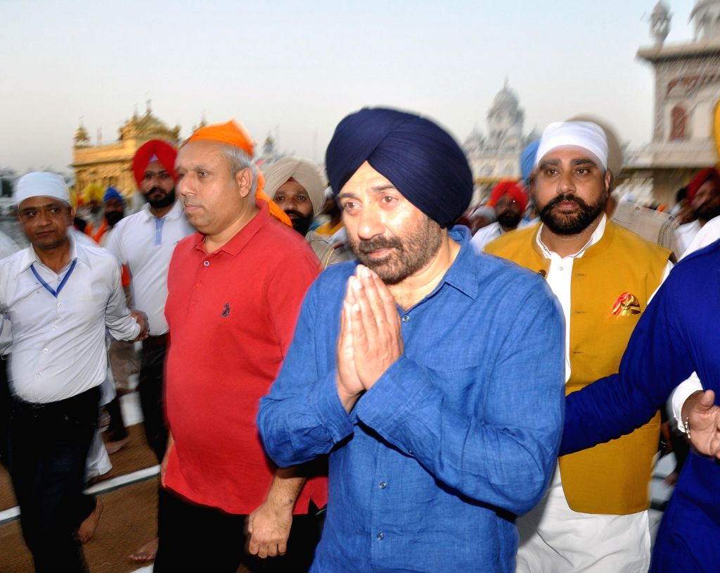 Amritsar: BJP's Lok Sabha candidate from Gurdaspur, Sunny Deol pays obeisance at the Golden Temple in Amritsar, on April 29, 2019. (Photo: IANS)
