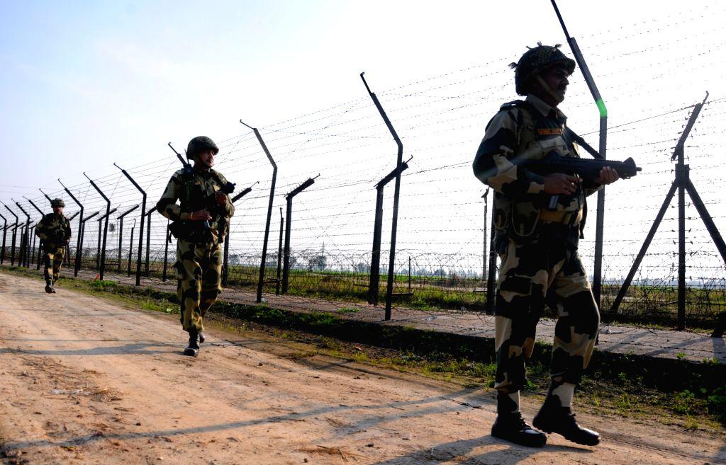 Amritsar: BSF personnel patrol along India-Pakistan border on the outskirts of Amritsar, Punjab n Feb 28, 2019. (Photo: IANS)