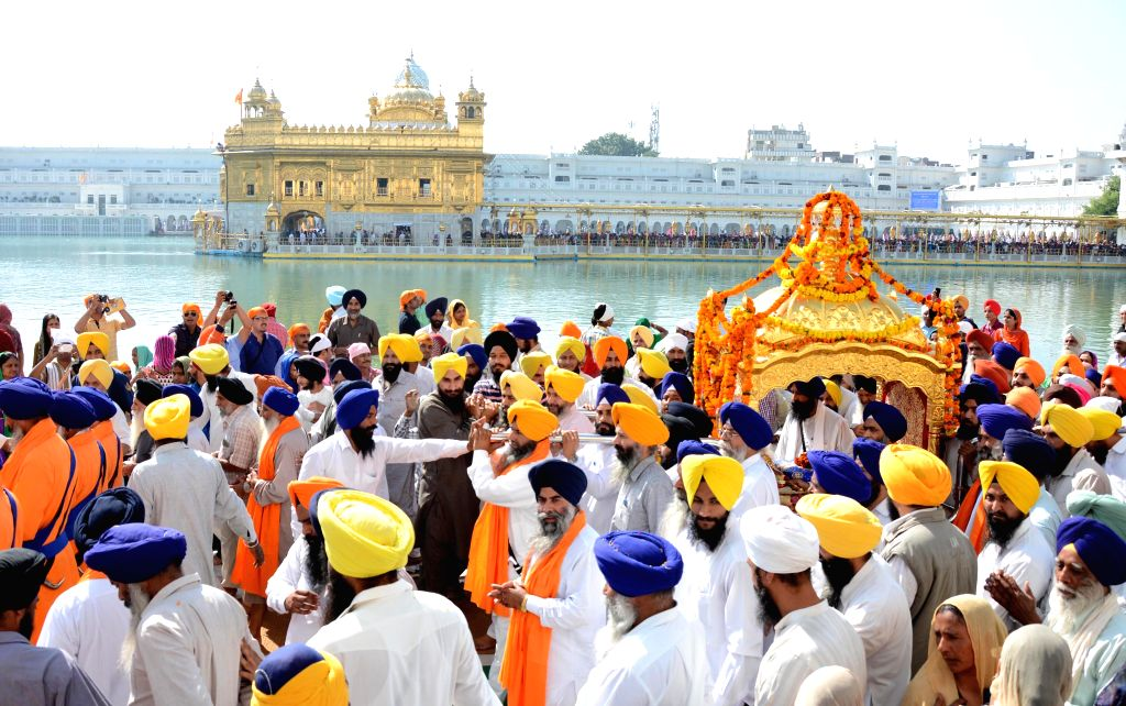 Devotees participate in a religious procession organised at Golden Temple on the eve of Guru Nanak Dev's birthday, in Amritsar, on Nov 5, 2014. - Nanak Dev