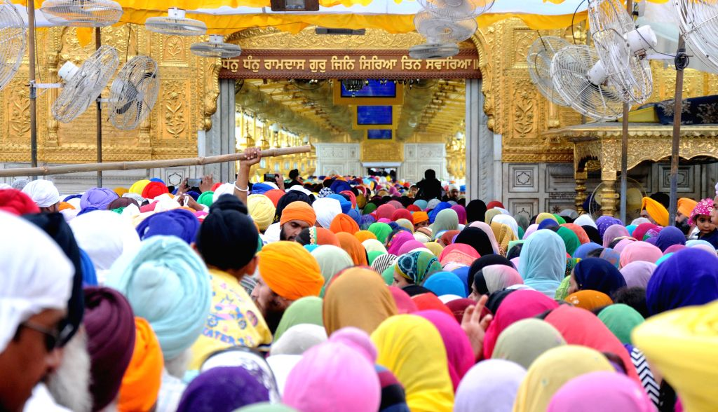 Devotees pay obeisance at Golden Temple on the occasion of Baisakhi festival in Amritsar on April 14, 2015.