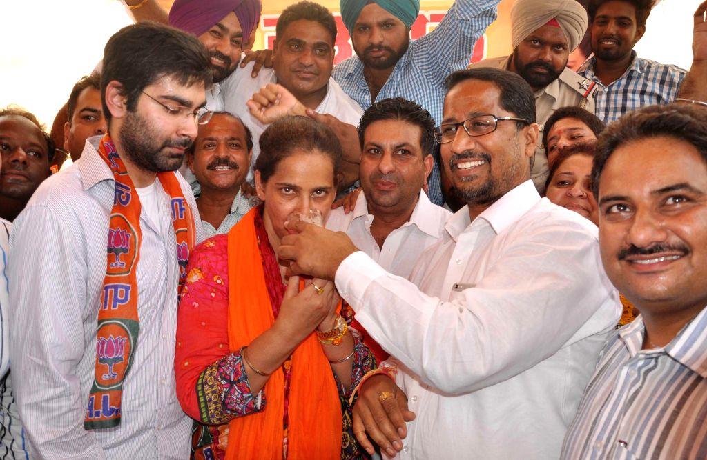 Amritsar (East) MLA and chief parliamentary secretary Navjot Kaur Sidhu receives fruit juice from BJP leader Anil Joshi as she ends her hunger strike in Amritsar on Aug 16, 2015. Navjot ... - Joshi