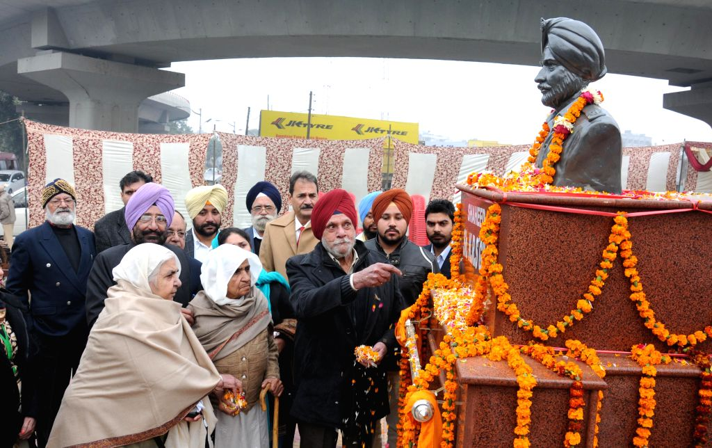 Family members of martyr KRS Gill pay tribute to him during the inauguration of a statue of martyr K R Singh Gill, in Amritsar on Dec 20, 2014.