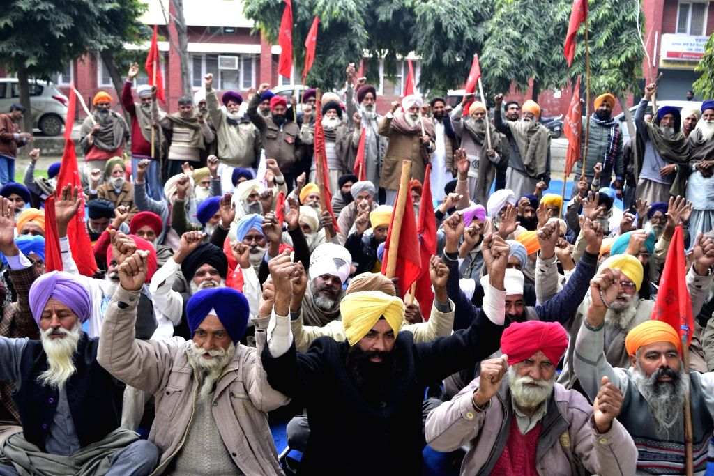 Amritsar: Farmers stage a demonstration against the Central and state governments, outside the deputy commissioner's office in Amritsar, on Jan 18, 2019. (Photo: IANS)
