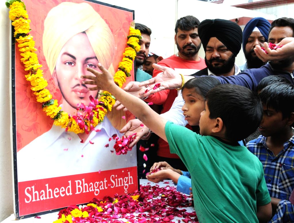 Amritsar: People pay tributes to freedom fighter Shaheed Bhagat Singh on his death anniversary in Amritsar, on March 23, 2019. (Photo: IANS) - Bhagat Singh