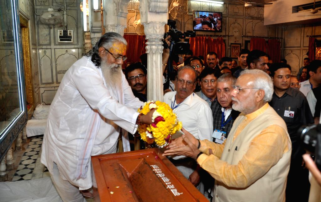 Prime Minister Narendra Modi pays obeisance at the Durgiana Temple in Amritsar, on March 23, 2015. - Narendra Modi