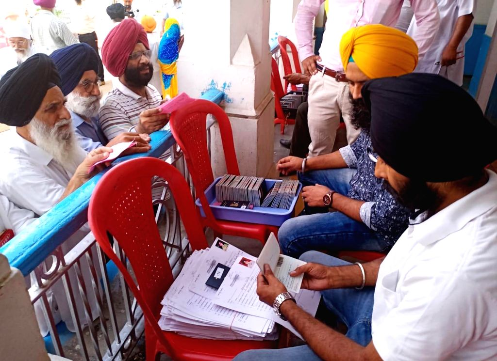 Amritsar: Sikh devotees show their visas as they would leave for Pakistan to observe the death anniversary of Maharaj Ranjit Singh via Attari international rail border in Amritsar on June 26, 2019. (Photo: IANS) - Maharaj Ranjit Singh
