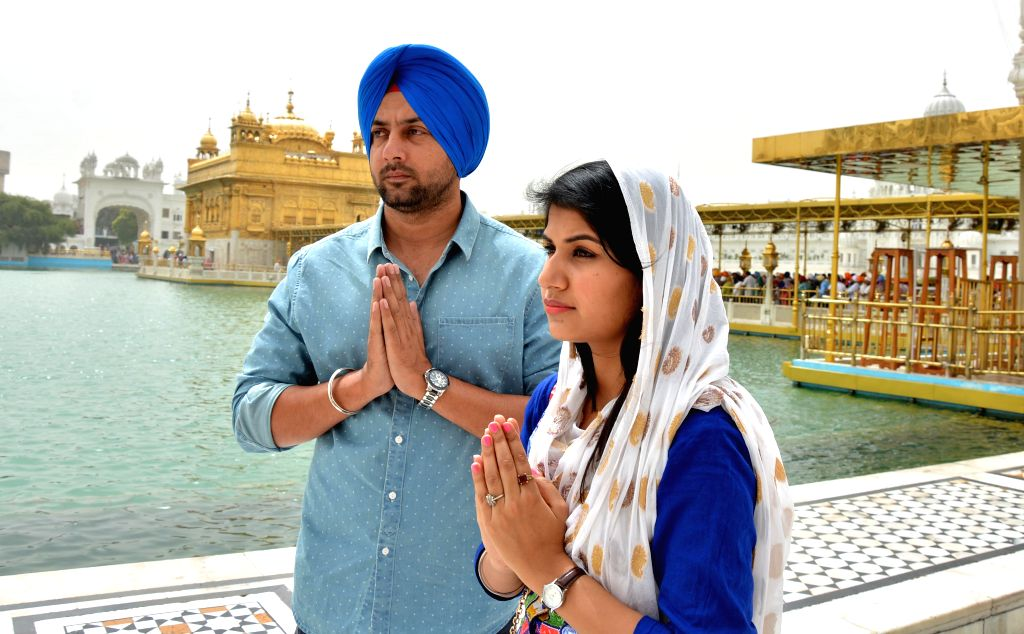 The actors of hardliner Sikh leader Baljit Singh Daduwal's film `The Blood Street`, Sonpreet Jawanda and Binni Singh pay obeisance at the Golden Temple in Amritsar, on April 20, 2015. - Baljit Singh Daduwa