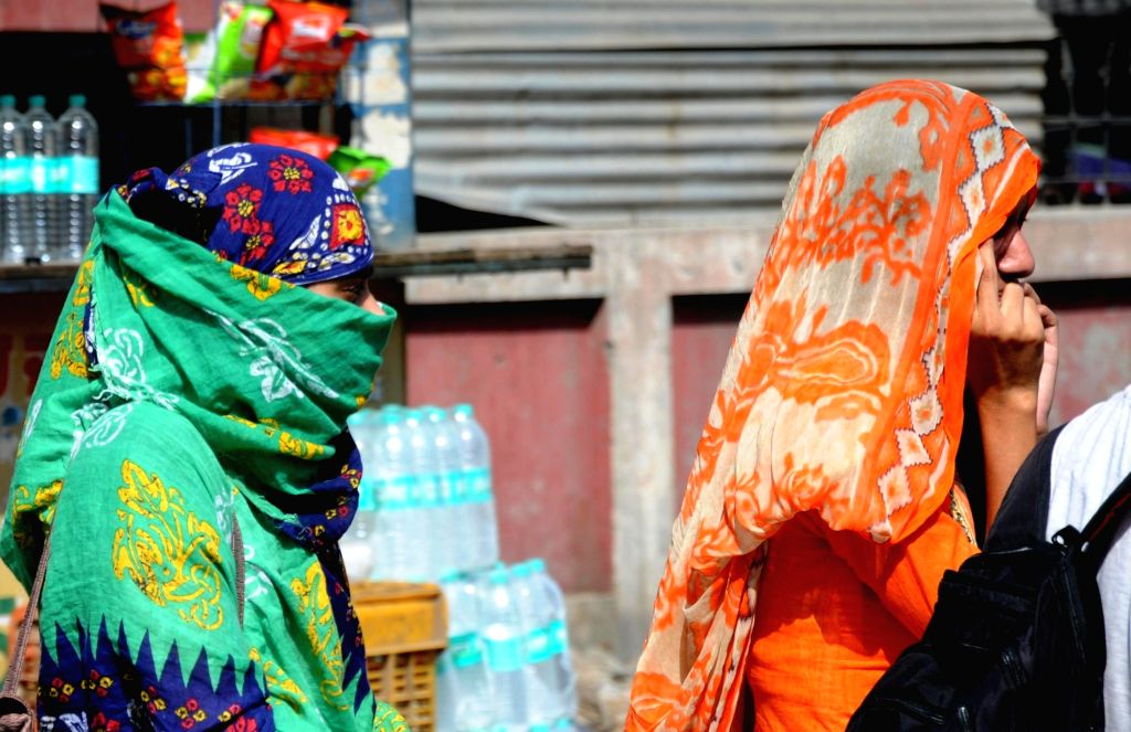 : Amritsar: Women cover their head to protect themselves from the scorching sun on a hot sunny day, in Amritsar on May 23, 2018. (Photo: IANS).