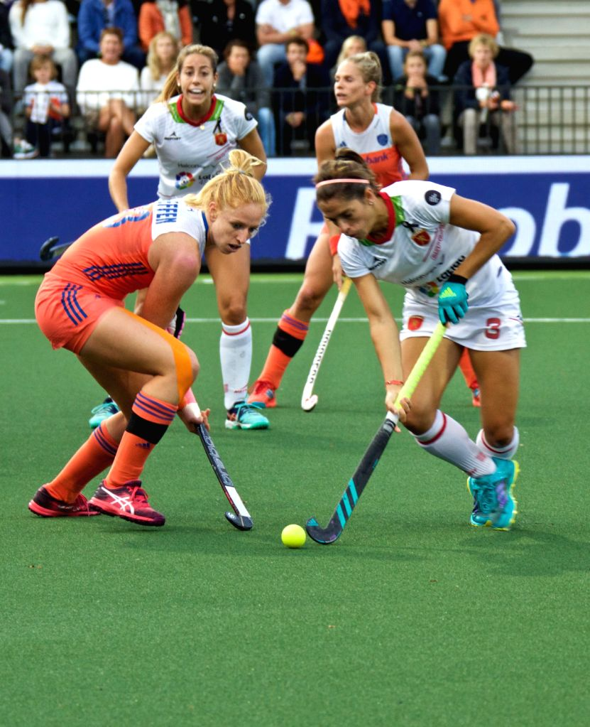 AMSTERDAM, Aug. 19, 2017 - Margot van Geffen (L Front) of the Netherlands vies with Rocio Ybarra (R Front) of Spain during the women's Rabo Eurohockey Championships match between Spain and the ...