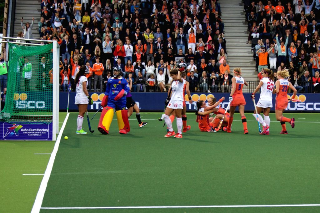 AMSTERDAM, Aug. 19, 2017 - Players of the Netherlands celebrate after scoring during the women's Rabo Eurohockey Championships match between Spain and the Netherlands in Amsterdam, the Netherlands, ...