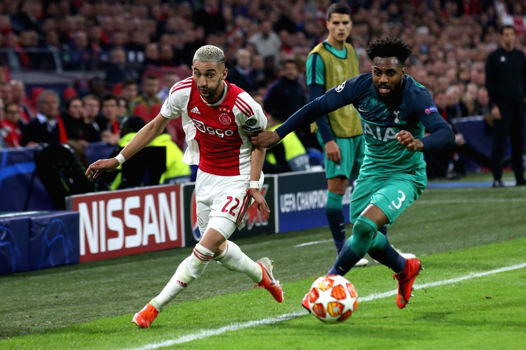 AMSTERDAM, May 9, 2019 - Ajax's Hakim Ziyech (L) vies with Hotspur's Danny Rose during the UEFA Champions League semifinal second leg soccer match between Ajax and Tottenham Hotspur in Amsterdam, the ...