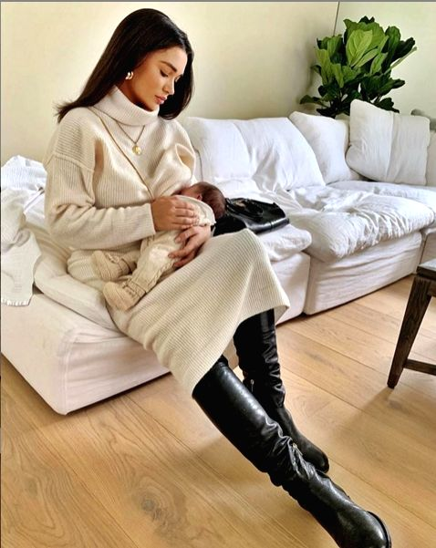 Amy Jackson shares image of breastfeeding her newborn.
