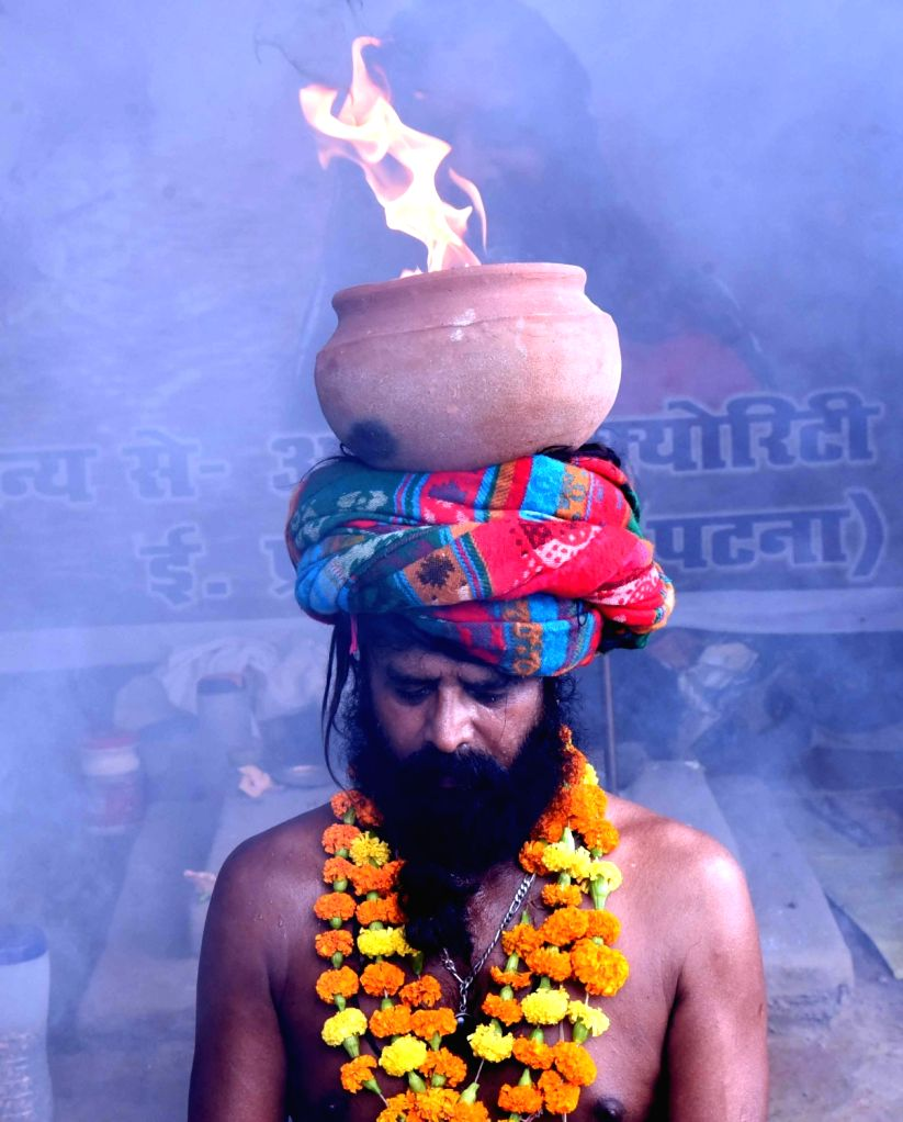 An ascetic performs 'Agni Upasna' to pray for the elimination of Coronavirus, in Patna on Aug 12, 2020.