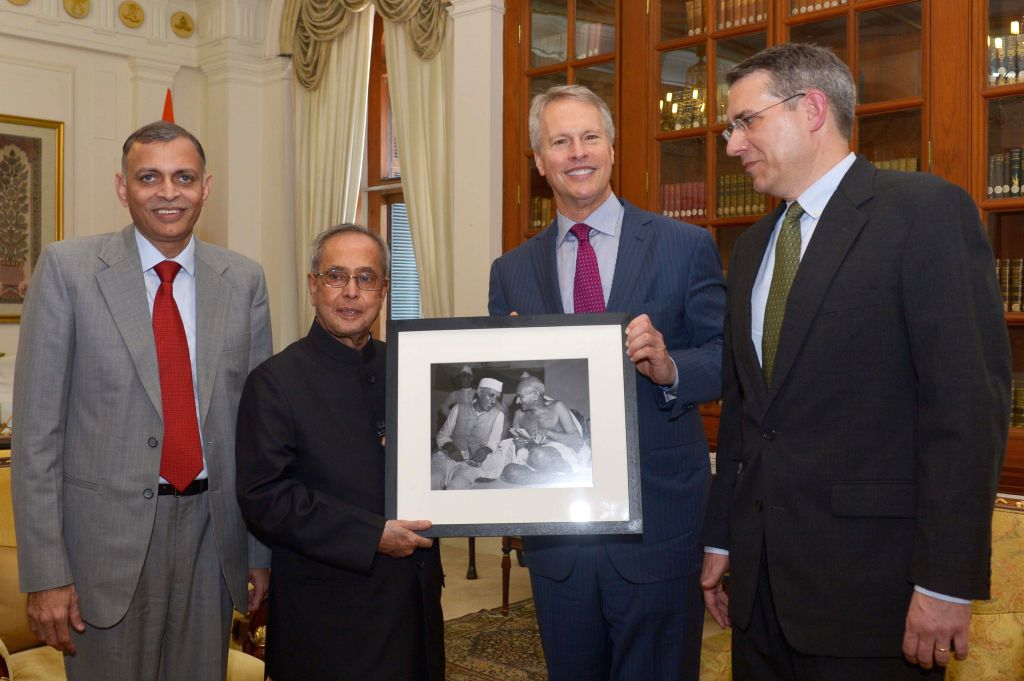 An Associated Press delegation comprising of President and CEO Gary Pruitt Gary Pruitt, Interm News Director-South Asia Tim Sullivan and Manager Satish Sharma call on President Pranab Mukherjee at ... - Satish Sharma and Pranab Mukherjee