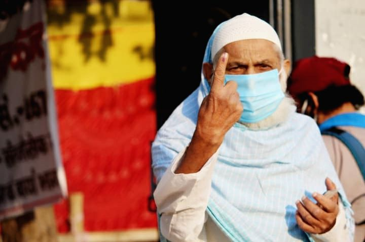 An elderly voter shows his inked finger after casting his vote for the first phase of Bihar Assembly elections, in Buxar on Oct 28, 2020.