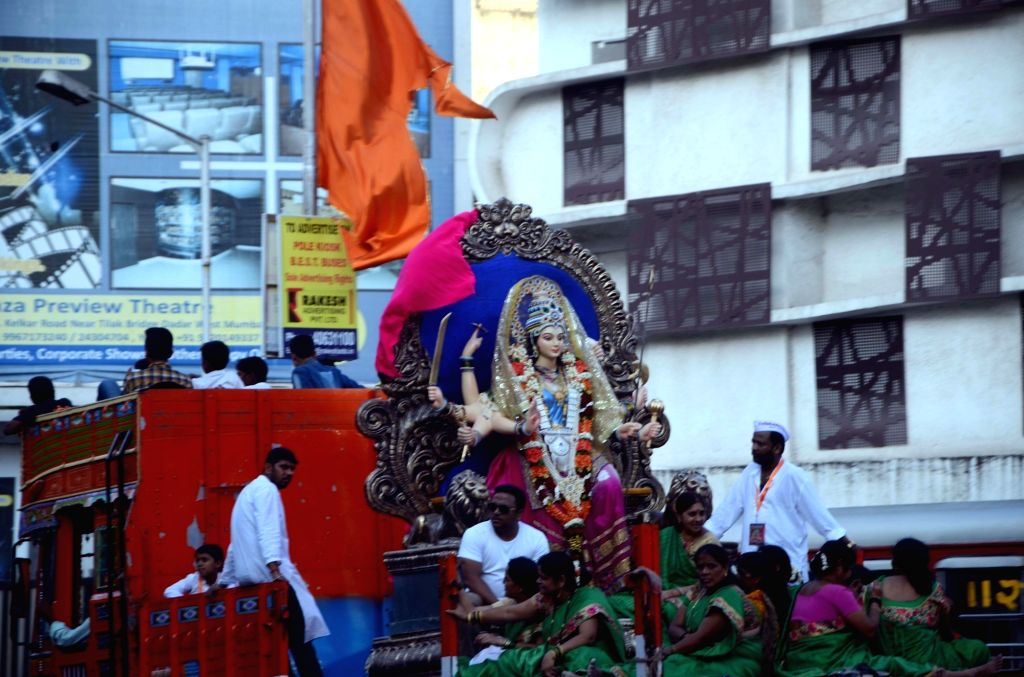 An idol of goddess Durga being transported to its respective pandal fram a workshop in Mumbai, on Sept 29, 2016.