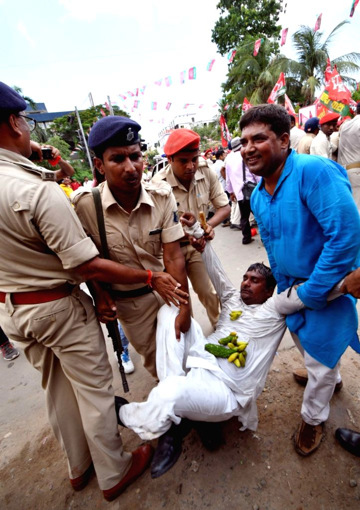 An SP worker being taken away during the party's Kisan Aakrosh march, in Patna on Aug 9, 2018.