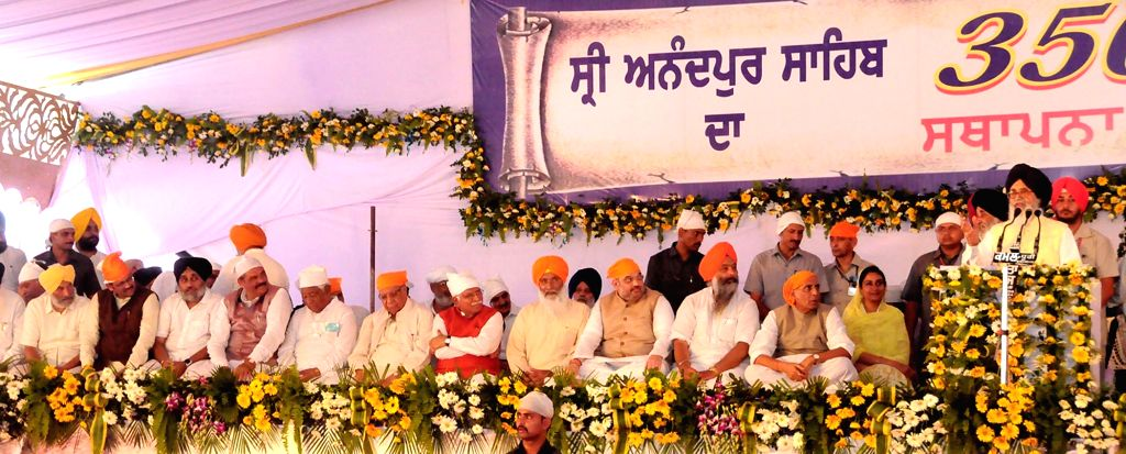 Anandpur Sahib: Punjab Chief Minister Parkash Singh Badal addresses during a function to mark 350th foundation day of Sri Anandpur Sahib in Anandpur Sahib on June 19, 2015. Also seen Union Home ... - Parkash Singh Badal, Sukhbir Singh Badal, Harsimrat Kaur Badal and Manohar Lal Khattar