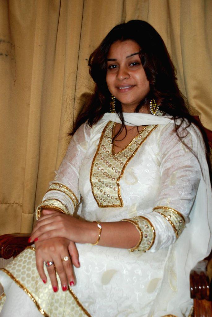 Anara Gupta at Ram Shankar's album Sajda's recording.