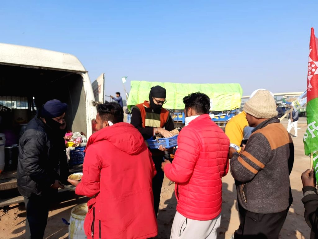 Anchor service is becoming the support of hungry farmers in Nirankari Maidan