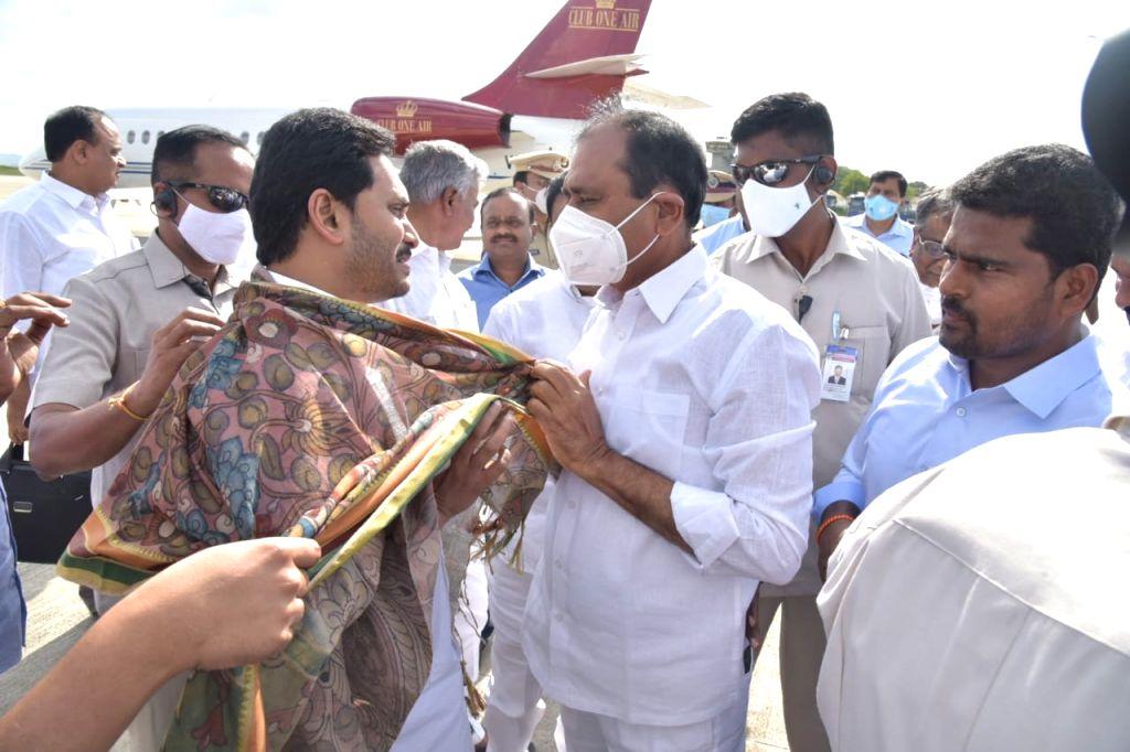 Andhra CM returns from Delhi, proceeds to Tirupati.