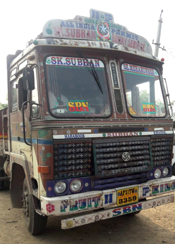 Andhra police nab runaway juvenile truck thief in 24 hours.