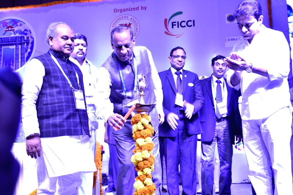 Andhra Pradesh and Telangana Governor ESL Narasimhan, Union Minister Narendra Singh Tomar and Telangana Minister K. T. Rama Rao during `Mining Today 2018 - International Conference in ... - Narendra Singh Tomar