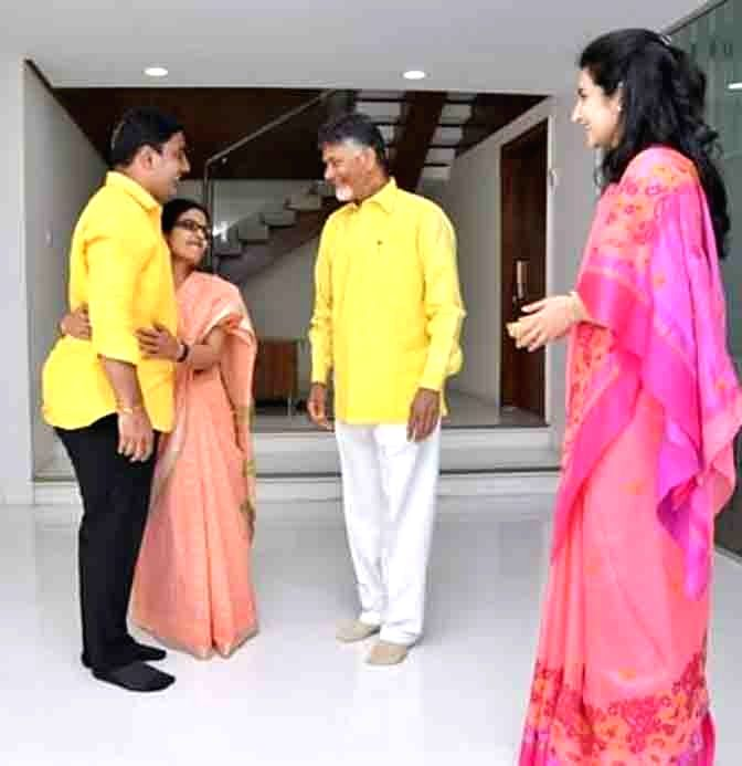 15f00bc95e592d Andhra Pradesh Cabinet Minister and TDP leader Nara Lokesh takes blessings  from his father