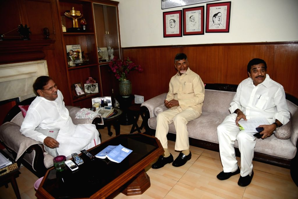 Andhra Pradesh Chief Minister and TDP supremo N. Chandrababu Naidu meets Loktantrik Janata Dal (LJD) leader Sharad Yadav at his residence in New Delhi, on May 18, 2019. - N. Chandrababu Naidu and Sharad Yadav