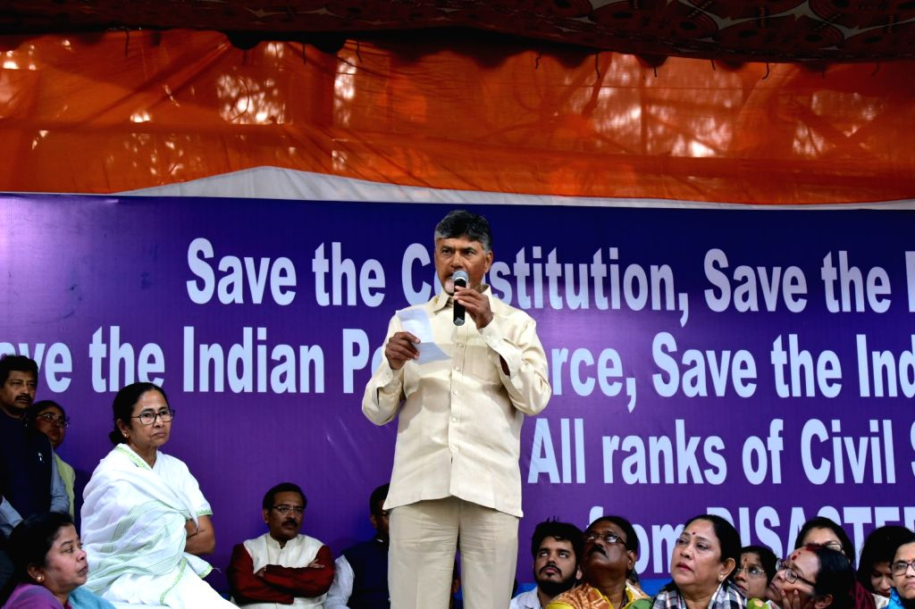 Andhra Pradesh Chief Minister N. Chandrababu Naidu accompanied by West Bengal Chief Minister Mamata Banerjee, addresses during a sit-in (dharna) demonstration staged by the latter over the ... - N. Chandrababu Naidu and Mamata Banerjee