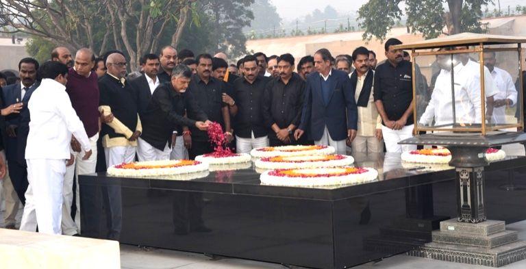 Andhra Pradesh Chief Minister N. Chandrababu Naidu pays tribute to Mahatma Gandhi at Raj Ghat before beginning a 12-hour long fast demanding the Centre to accord special category status ... - N. Chandrababu Naidu