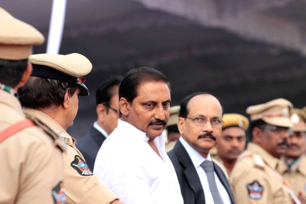 Andhra Pradesh Chief Minister N. Kiran Kumar Reddy inspecting the Guard of Honour on the occasion of the 67th Independence Day, at Secunderabad parade ground on August 15, 2013. (Photo::: IANS) - N. Kiran Kumar Reddy